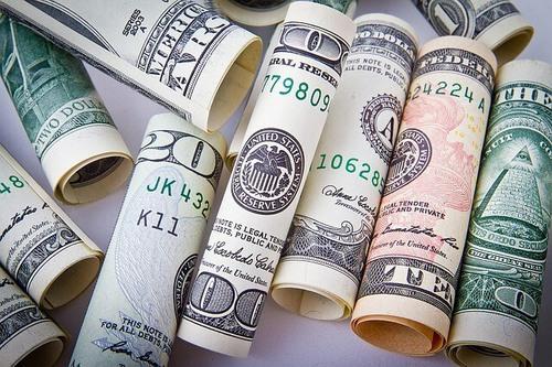 diferencias entre préstamos y créditos