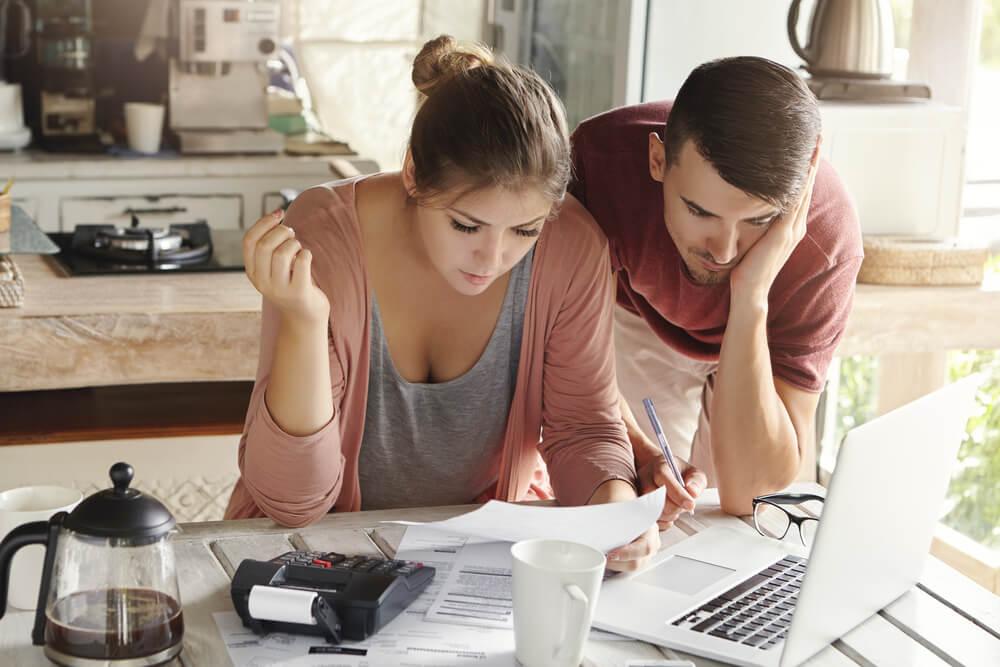 Pożyczki bez bik - wady i zalety. Dla kogo i kiedy jest korzystna pożyczka bez bik i krd?