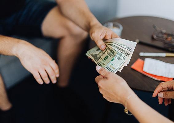 como-prestar-dinero-a-un-familiar-legalmente